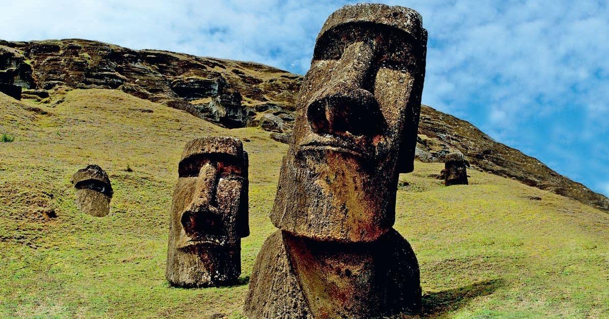 Sais-tu cequ'il yasous les têtes del'Île dePâques ?