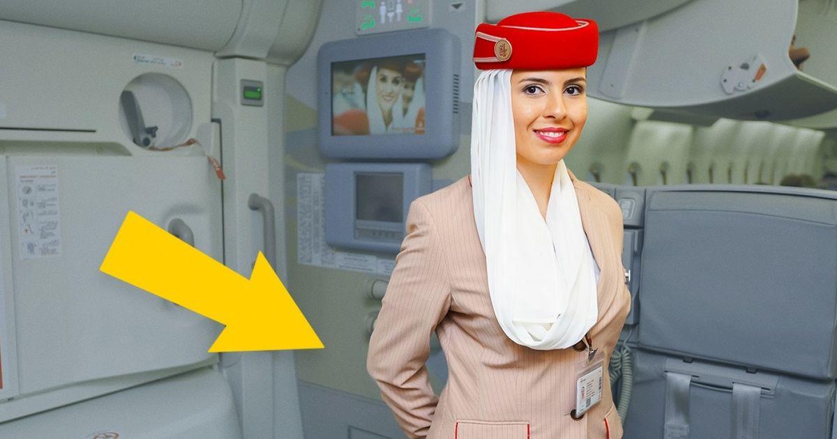 Voilà pourquoi les hôtesses del'air ont les mains derrière ledos quand elles accueillent les passagers