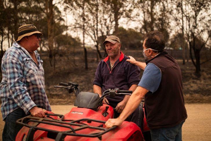 Australie : ces héros qui sauvent des hommes et des animaux sur le continent ravagé par les flammes