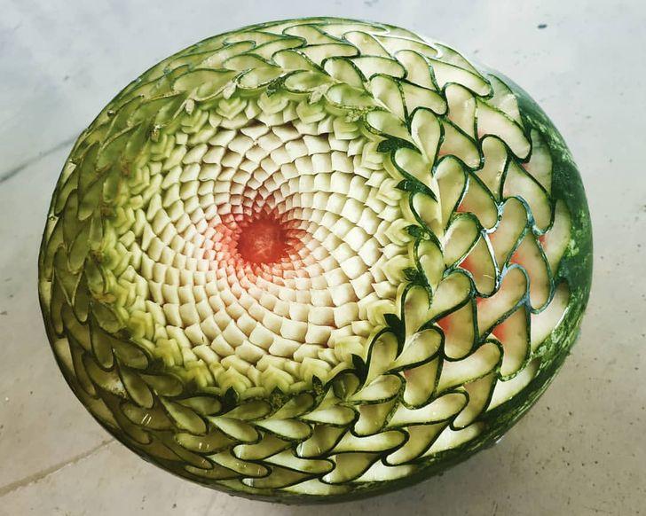 Entre les mains d'un sculpteur bulgare, les fruits et légumes se transforment en de superbes œuvres d'art